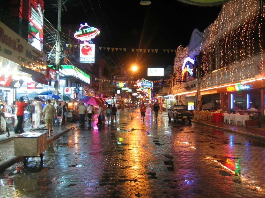 дождливая ночь на пхукете