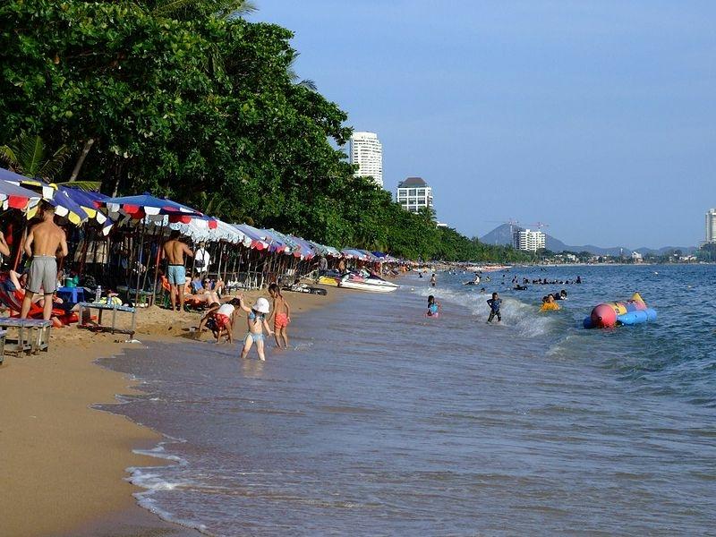 туристы пляж джомтьен