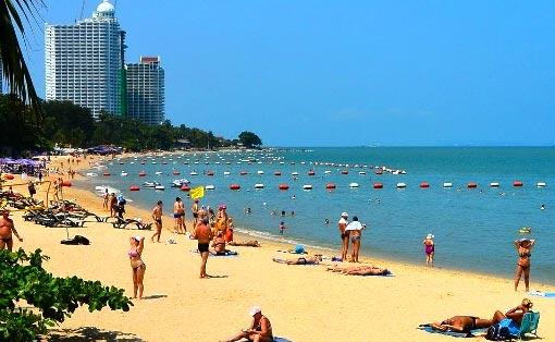 туристы пляж наклуа