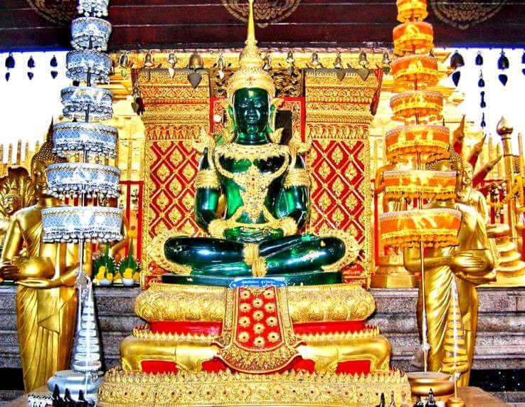 Статуя изумрудного Будды